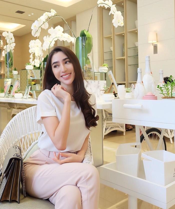 Nama Nadia kini tengah ramai dibincangkan terkait pernyataanya yang menyebut belum dapat hadiah yang dijanjikan ajang Miss Grand Indonesia. Ia juga menjelaskan dirinya tak diundang dalam final Miss Grand Jawa Timur 2019 yang baru saja berlangsung. Foto: Instagram nadiapurwoko