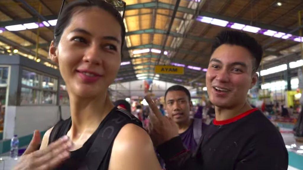 Lebih Murah! Baim Wong Pilih Belanja Sayur dan Ayam Kampung di Pasar