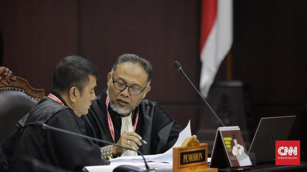 Salah satu anggota TGUPP Bambang Widjojanto, pernah merangkap jadi pengacara Prabowo-Sandiaga di sidang sengketa Pilpres di MK.