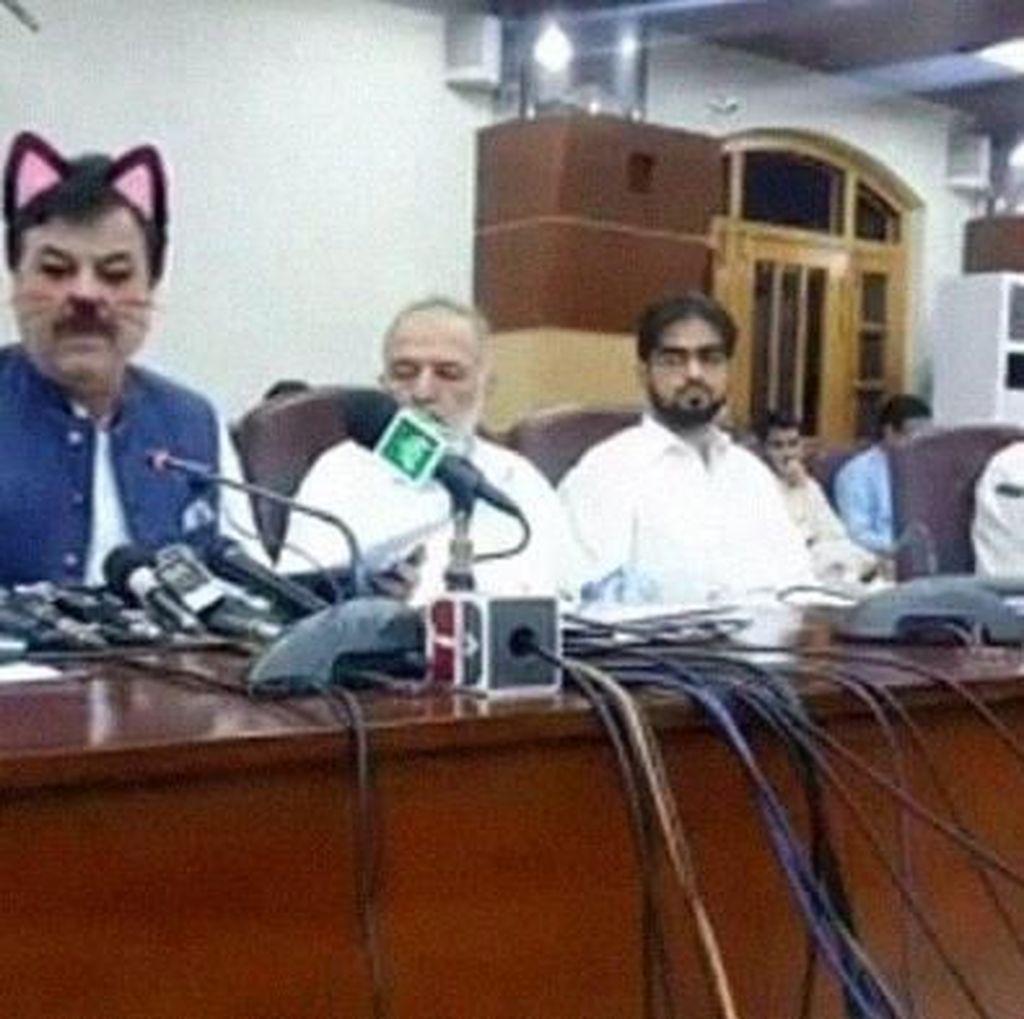 Filter Kucing di Facebook Bikin Menteri Ini Jadi Tertawaan