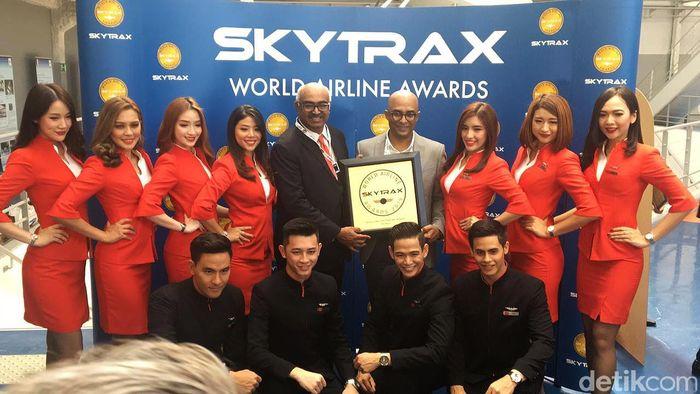 Selain itu, maskapai penerbangan murah itu juga mendapatkan penghargaan Asias Best Low-Cost Airline dan penghargaan Worlds Best Low-Cost Airline Premium Cabin untuk Premium Flatbed-nya yang ada di penerbangan jarak jauh pesawat AirAsia X.
