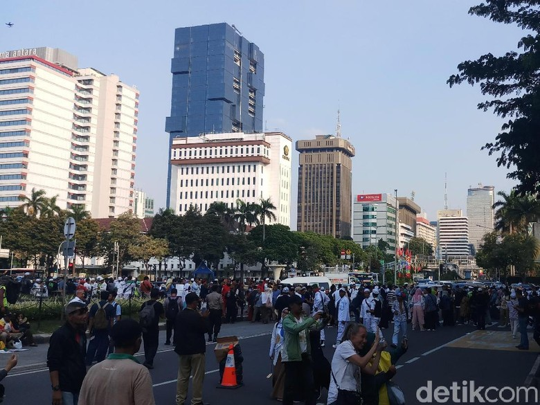 Massa Aksi Kawal Sidang MK Bubarkan Diri dengan Tertib