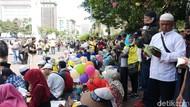 Emak-emak Awali Orasi Massa Kawal Sidang Sengketa Pemilu di Patung Kuda