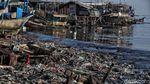 Potret Muram Sampah Plastik Kepung Pantai Jakarta