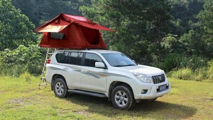 Tenda di Atap Mobil Bisa Buat Tidur 3 Orang Dewasa