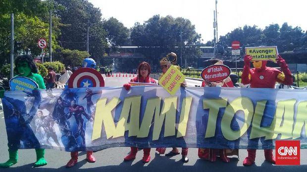 Ada Sidang MK, Avengers Kumpul di Patung Kuda Serukan Damai