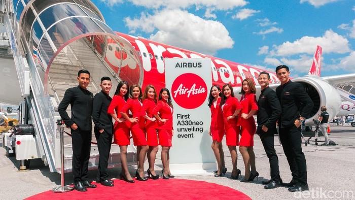 AirAsia ikut meramaikan ajang International Paris Air Show 2019 di La Bourget, Paris, Prancis. Maskapai asal Malaysia ini pun memboyong para bidadarinya.