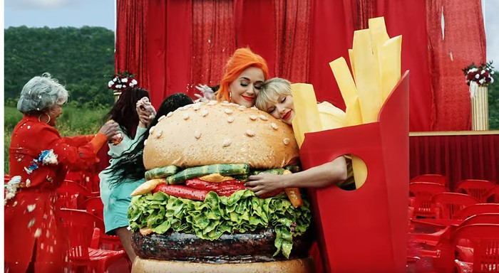 Foto: Katy Perry dan Taylor Swift (YouTube Taylor Swift)