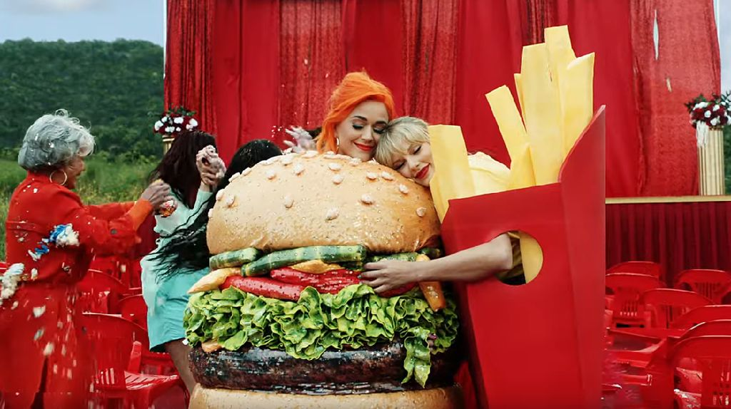 Burger hingga Afternoon Tea Hadir di Klip You Need To Calm Down Taylor Swift