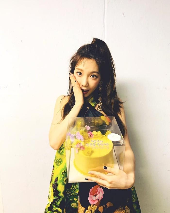 Dibalik wajah cerianya, anggota Girls Generation atau SNSD ini ternyata sedang mengalami depresi. Jika melihat posenya dengan makanan pasti banyak yang tidak menyangka. Foto: Instagram taeyeon _ss