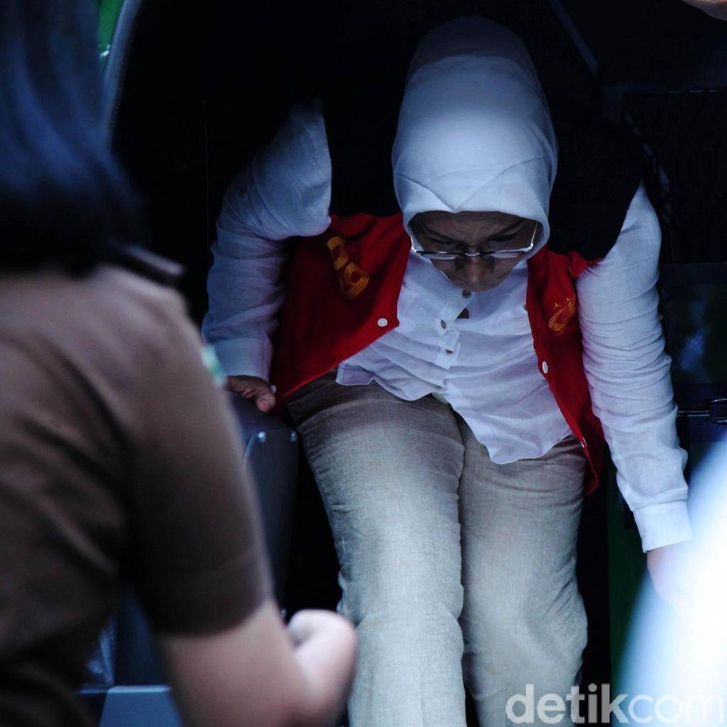 Tiba di PN Jaksel, Ratna Siap Bacakan Pleidoi