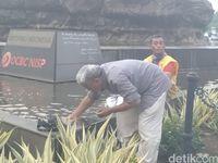 Massa Kawal MK Salat Berjamaah, Berwudu dari Air Mineral sampai Air Kolam