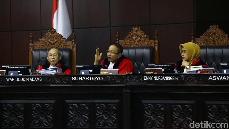 Bongkar Kontainer Box, MK Belum Bisa Sahkan Bukti Versi Prabowo