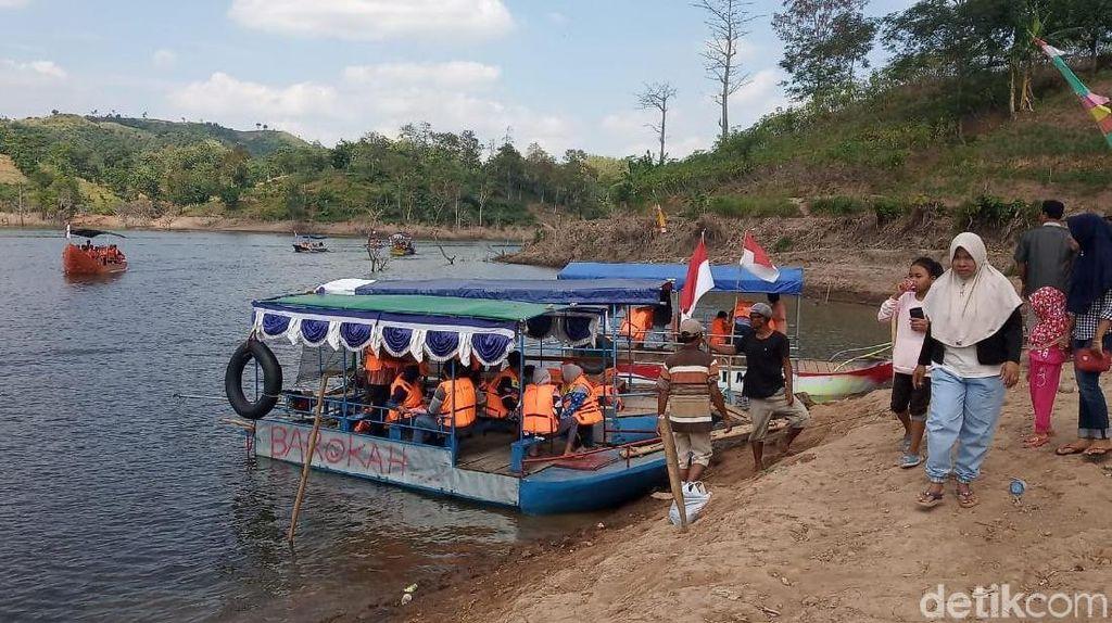 Perahu Wisata di Bendungan Kudus Dilarang Beroperasi