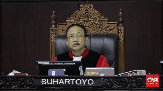 Hakim MK Suhartoyo menyebut pengakuan sejumlah saksi soal ancaman masih sebatas perasaan.