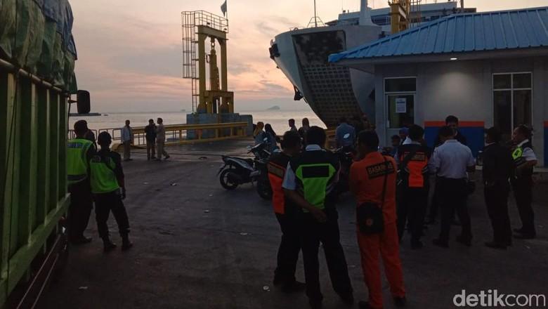 Jatuh dari Kapal, Mobil Nyemplung ke Laut Selat Sunda