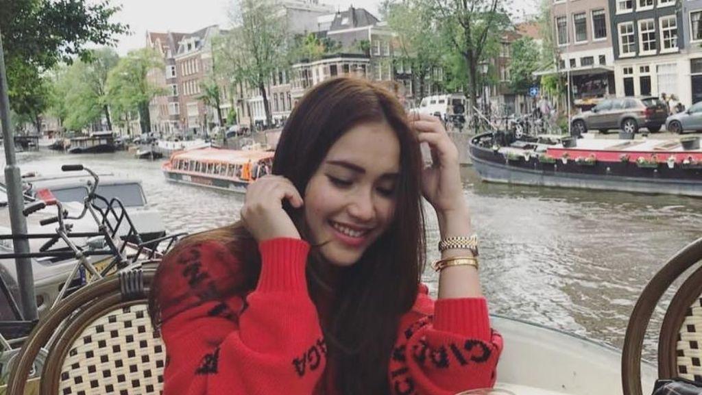 Temani Liburan Ayu Ting Ting di Belanda, Sosok Dedi Dibicarakan