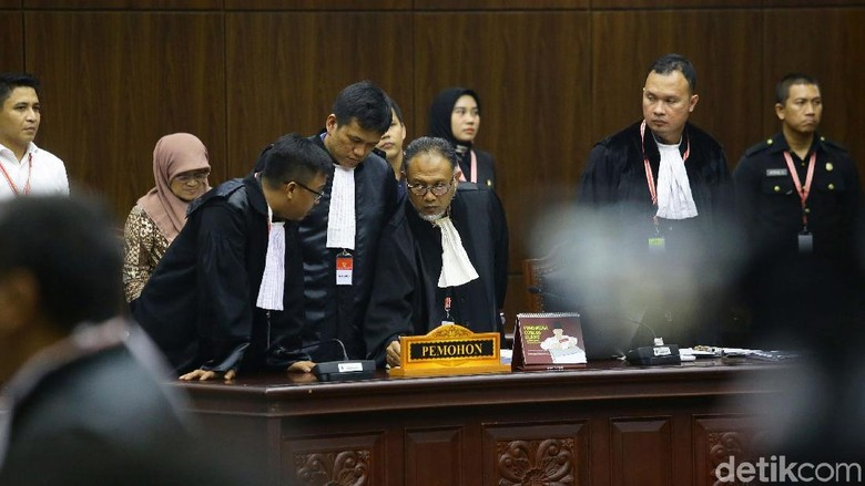 Membaca Lengkap Sengitnya Debat Hakim MK-BW-Luhut Soal Dramatisasi Saksi