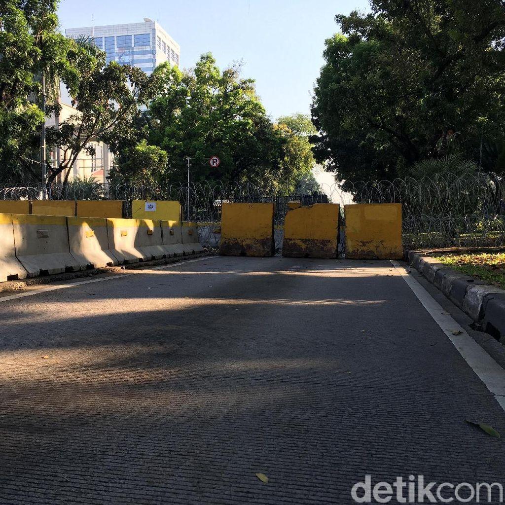 Jelang Sidang di MK, Kawat Berduri Dipasang di Jalan Medan Merdeka Barat
