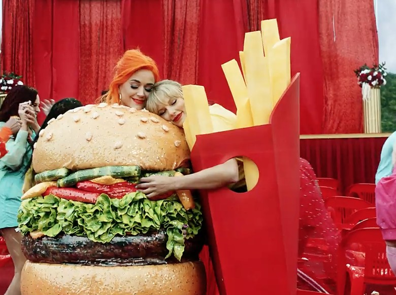 Katy Perry dan Taylor Swift Foto: Dok. YouTube/Taylor Swift