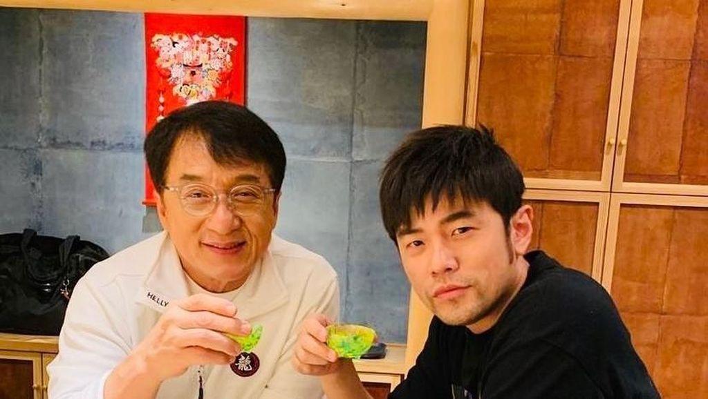 Jay Chou Dikecam Saat Makan Bareng Jackie Chan hingga Manfaat Susu Bagi Orang Dewasa