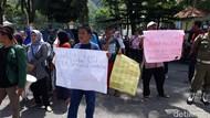 Pertanyakan Bantuan, Korban Bom Sibolga Demo Kantor Wali Kota