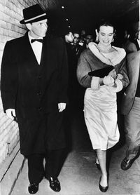 Frank Sinatra dan Gloria Vanderbilt pada akhir 1950an.