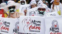 Massa Aksi Damai di Patung Kuda Kompak Pakai Masker