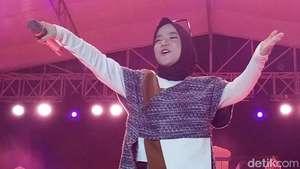 Pose Iqbaal Ramadhan dan Vanesha Prescilla yang Bikin Baper