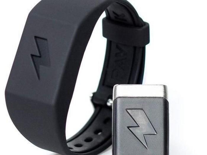 Jam tangan pintar ini memberi setruman listrik buat penggunanya. (Foto: Dok. Amazon/Pavlok)