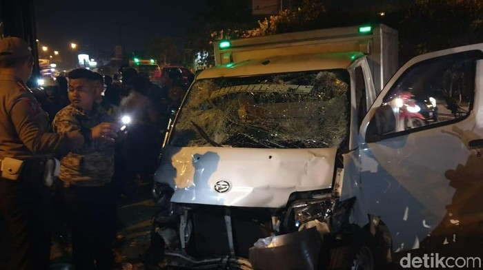 Motor anggota Raimas Polda Jabar ditabrak mobil boks di Kabupaten Bandung. (Foto: Istimewa)