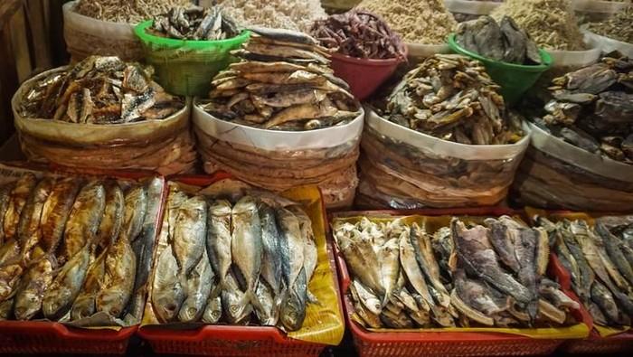 Terlalu banyak konsumsi ikan asin bisa berisiko kanker saluran cerna, misalnya nasofaring. Foto: iStock