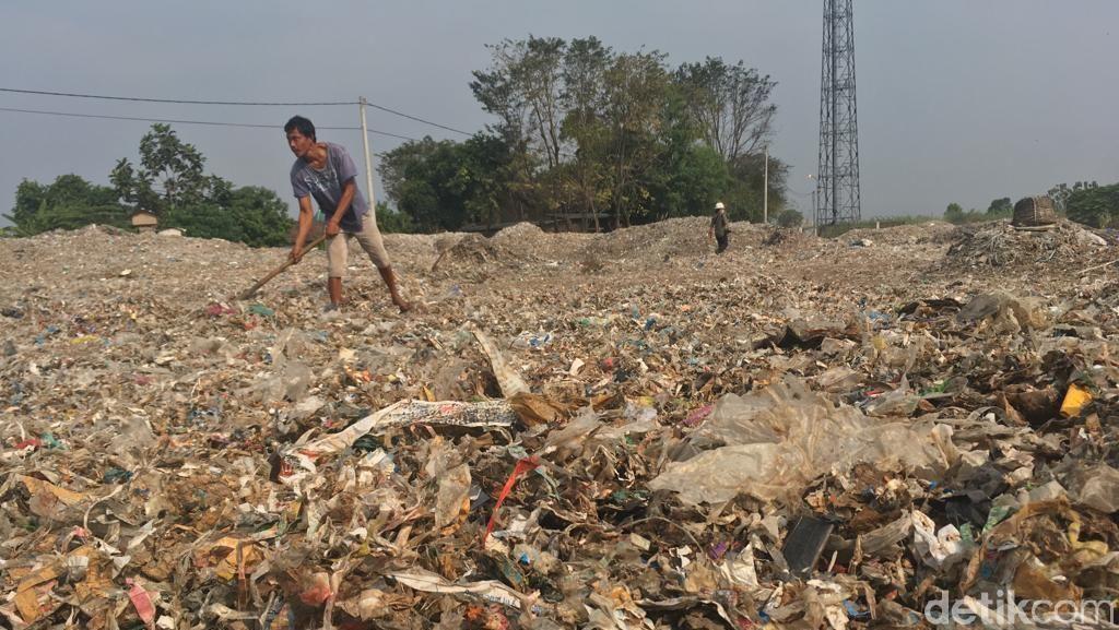 Warga Kampung di Mojokerto Ini Gantungkan Hidup dari Sampah Plastik