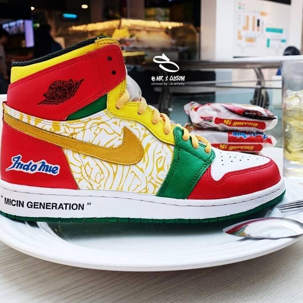 Keren! Ilustrator Asal Cirebon Bikin Desain Sneakers Air Jordan 1 X Indomie