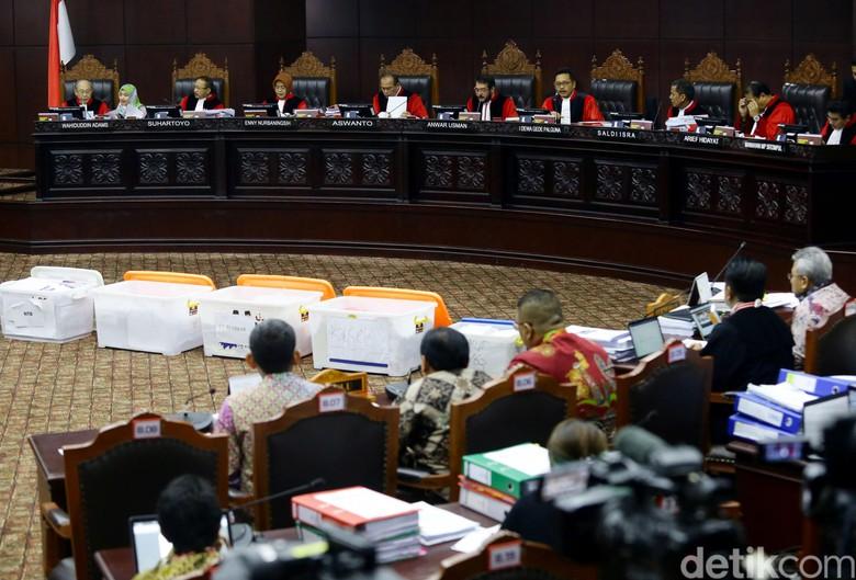 Prabowo-Sandi Tarik 94 Boks Alat Bukti Tambahan yang Belum Diverifikasi