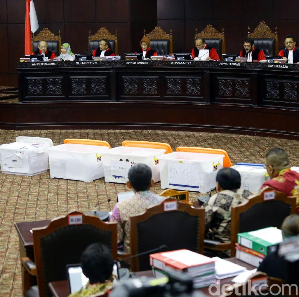 MK Sahkan 94 Boks Alat Bukti Tambahan Prabowo-Sandi