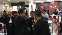 Usir Tim Hukum KPU yang Foto Bukti, BW: Dont Against The Law!
