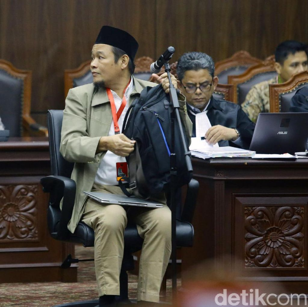 Video Hakim MK Semprot Saksi Tim Prabowo