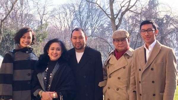 Pose Dharma Bersama Tata dan Tommy Soeharto hingga Prabowo