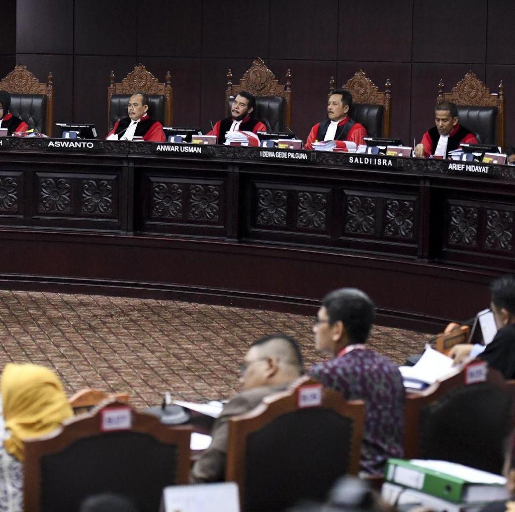 Hakim MK Minta Bukti DPT Invalid 17,5 Juta, Tim Prabowo Minta Waktu