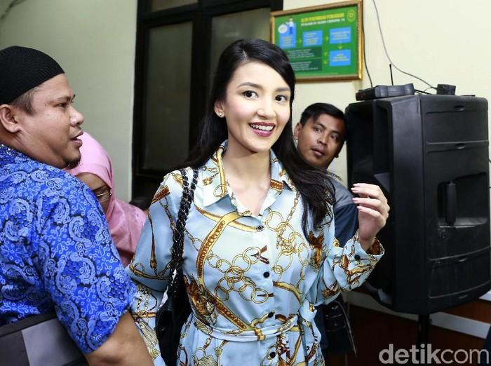 Tsania Marwa dan Attalarik Syah saat ditemui di Pengadilan Agama Cibinong.