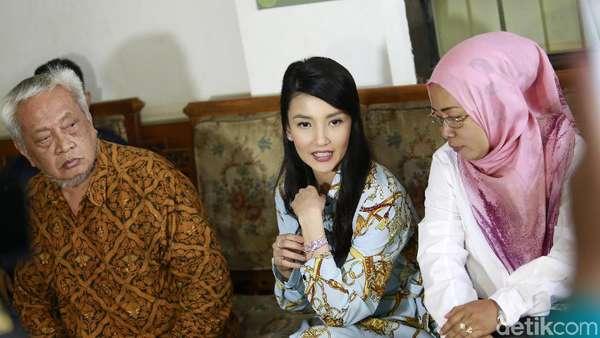Duduk Bersama, Tsania Marwa dan Atalarik Syah Tak Saling Lihat