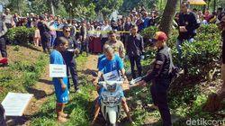 Polisi Rekonstruksi Pembunuhan Pria Bertato Bandel di Cianjur