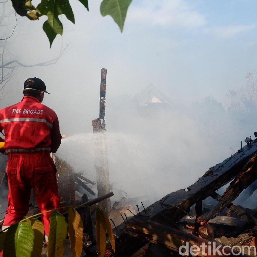Rumah di Banjarnegara Ludes Terbakar