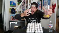Waduh! Pria Ini Teguk 100 Butir Telur Mentah Sekaligus