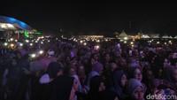 Konser tersebut digelar secara syariat agama Islam dan memisahkan penonton pria dan wanita.