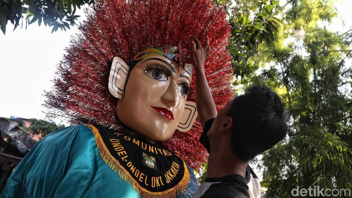 Jelang HUT DKI Jakarta ke-492,  jumlah permintaan kesenian ondel-ondel meningkat. Eksistensinya pun masih terjaga hingga kini.