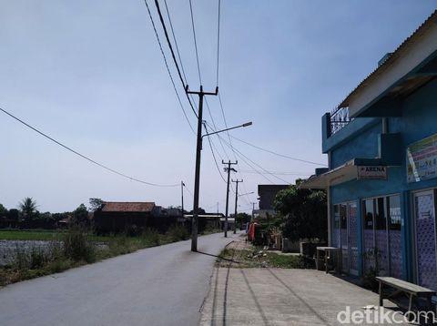 Warga Keluhkan 3 Tiang Listrik Halangi Jalan di Baleendah Bandung