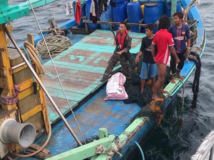 Foto: Kementerian Kelautan dan Perikanan (KKP) menangkap 1 kapal perikanan asing berbendera Malaysia di Selat Malaka.Dok: KKP