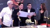 RUPS Tahunan PT Mahaka Radio Integra Tbk yang diselenggarakan di Hotel Pullman, Jakarta ini dipimpin oleh Erick Thohir selaku Komisaris Utama, dihadiri oleh Komisaris Independen Krisna Wijaya dan juga jajaran Direksi yaitu Adrian Syarkawie (Direktur Utama) dan Natalina Sindhikara (Direktur & Sekretaris Perusahaan) sebagai pembicara. Foto: dok. MARI